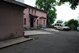 La foto mostra l'ingresso della struttura principale di vEyes Land