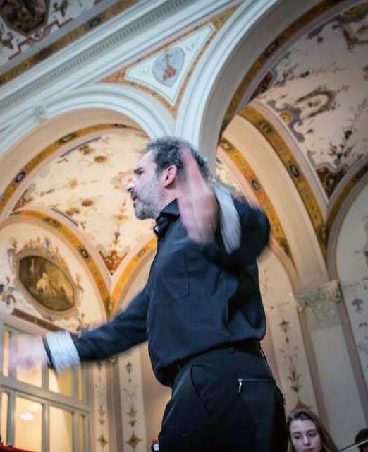 La foto ritrae Luigi Mariani