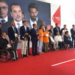 """La foto mostra la premiazione degli 11 progetti vincitori nazionali della call for ideas """"Lo sport, sempre"""""""