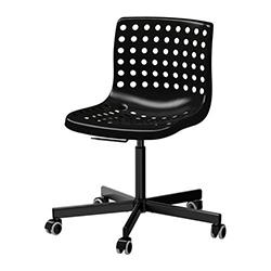 La foto mostra una sedia per aula corsi