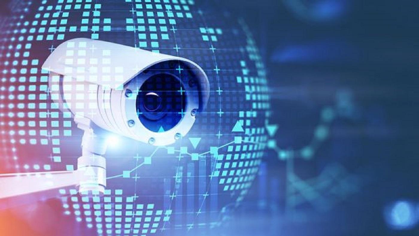L'immagine mostra una telecamera immersa in una rete di telecomunicazioni, come simbolo del progetto VISION